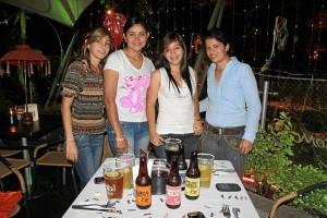 Ingrid Salas, Yahaira Villegas, Viviana Herrera y Jenny Ortiz.