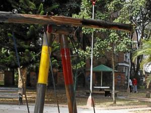 La comunidad pide la restauración de la zona de juegos del parque.