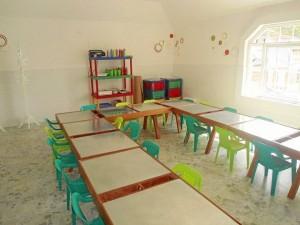 La baldosa cuadriculada, en especie de pizarra, y el piso con apariencia de pe-riódico son novedad en el salón de artes.