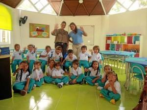 Los niños disfrutan de la remodelación de sus aulas de clase.
