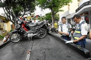 La Dirección de Tránsito de Bucaramanga participó también en la jornada de recuperación del espacio público.