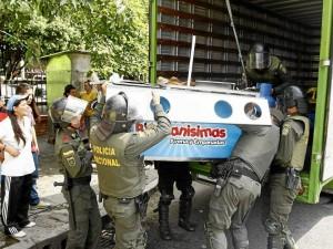 Este carrito de venta de empanadas y avena ubicado en la calle 51 junto al parqueadero del Éxito Cabecera también fue levantado.