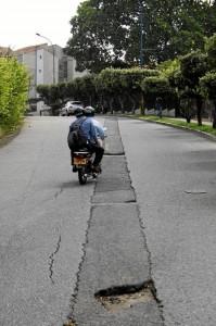 Este trayecto pide atención por parte de las autoridades: la malla vial está de-teriorada y la inseguridad ronda al sector.