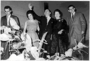 Hernando Díaz, Helga Behr; Saúl Díaz, fundador de Teatro Analucía, hoy Teatro Corfescu; Analucía de Díaz y Cristian Díaz, en la inauguración, en 1962.