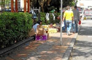Este andén de la calle 51, junto a Cabecera Tercera Etapa tenía ventas de frutas y verduras.