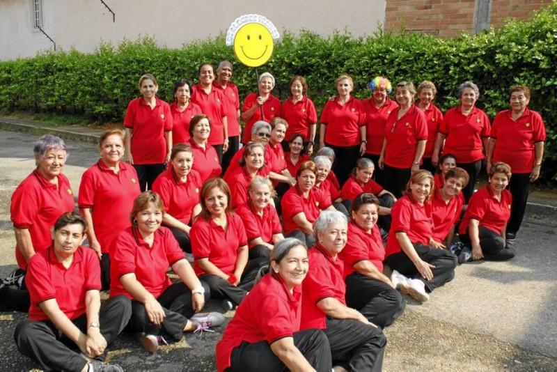 El grupo 'Los Alegres Vecinos' se reúne todos los días en Santa Bárbara.