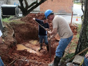 El Acueducto excava para saber si en realidad hay allí un nacimiento de agua.