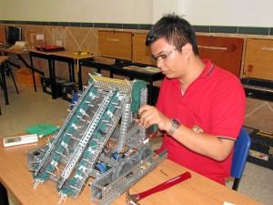 Los estudiantes trabajaron en el robot desde octubre pasado. A su lado siempre estuvieron los docentes.