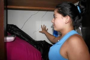 Las grietas aparecieron en varias habitaciones de la casa.