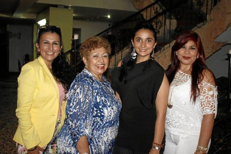 Patricia Mora Pérez, Julieta Pérez, Johana Rivera Pérez y Carmen Elisa León.