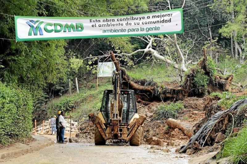 Nuevo derrumbe en la vía a Las Colinas