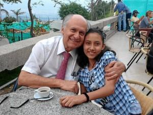 Dr. Manuel Elkin Patarroyo y Juliana Hernández Monroy.