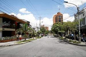 Algunos negocios de la calle 52 se vieron afectados por las órdenes de la Secretaría de Gobierno municipal de levan-tar sillas y mesas de antejardines.