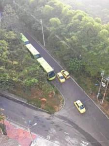 La foto fue enviada por un residente de Pan de Azúcar alto y muestra a los buses estacionados en la carera 50.