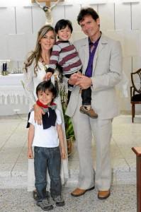 La pareja festejó este día junto a sus hijos.