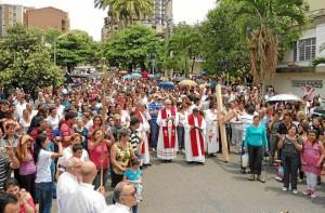 El Viacrucis es una de las celebraciones de Semana Santa que más feligreses reúne.