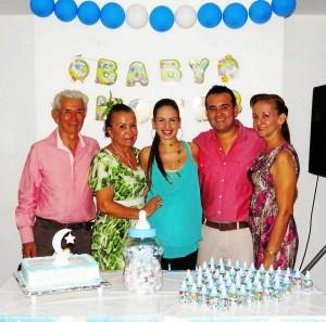 Gustavo Oviedo, Georgina Rueda, Lucy Rueda, Carlos Oviedo y Orfelina Sarmiento.