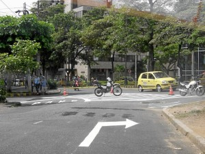 En el cruce de la carrera 31 con calle 54 hay dos opciones: tomar la calle 54 o la avenida González Valencia.