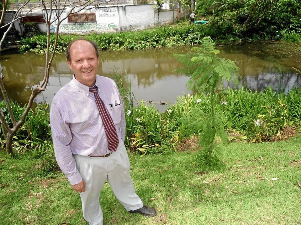 Ignacio Pérez Cadena es habitante de Lagos del Cacique y ha cuidado por varios años esta represa natural.