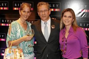 María Clara Rueda; Luis Ríos, gerente General por Departamento Ripley, y Sandra Rincón, gerente de Finanzas y Administración Ripley