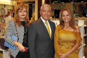 Yudy Peña, directora de Ventas y Mercadeo de Marval; Olmedo Herrera, geren-te del Hotel Holiday Bucaramanga, y Luz Minta Díaz, directora Administrativa de Marval.