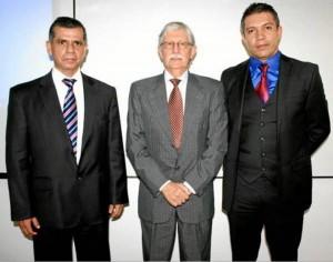 Jaime Restrepo Cuartas (en el centro) lideró este nuevo conve-nio académico innovador para la Udes.