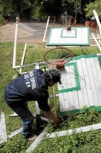 Los residentes piden también el cambio urgente de los tableros de la cancha de baloncesto.