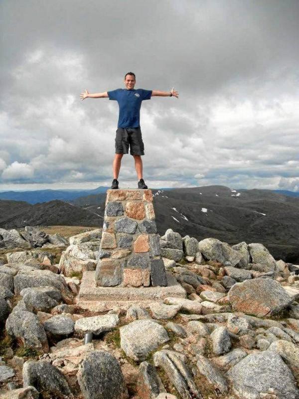 Iván escaló el monte Kosciusko, el más alto de Australia, como parte de sus viajes de entrena-miento.