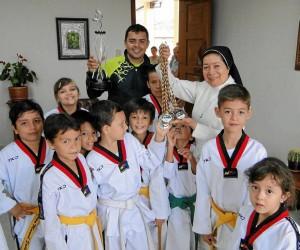 La rectora de La Presen-tación, Hermana Nubia Teresa Barco Jurado compartió con los depor-tistas sus logros.