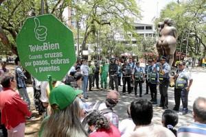 Los agentes de Tránsito explicaron a los peatones y transeúntes el fin de la cam-paña.