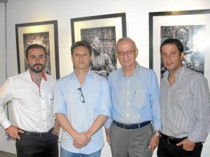 José Vicente Devis, director de Cecam; Ernesto Navarro, fotógrafo santanderea-no; Jairo Tobías Rey, fundador del New Cambridge, y Jairo Augusto Rey, presi-dente Redcol.