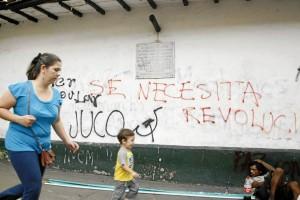 Esta es la imagen más reciente de una de las paredes externas de la Casa de Bolívar, luego de la marcha del Día del Trabajo, el 1 de mayo.