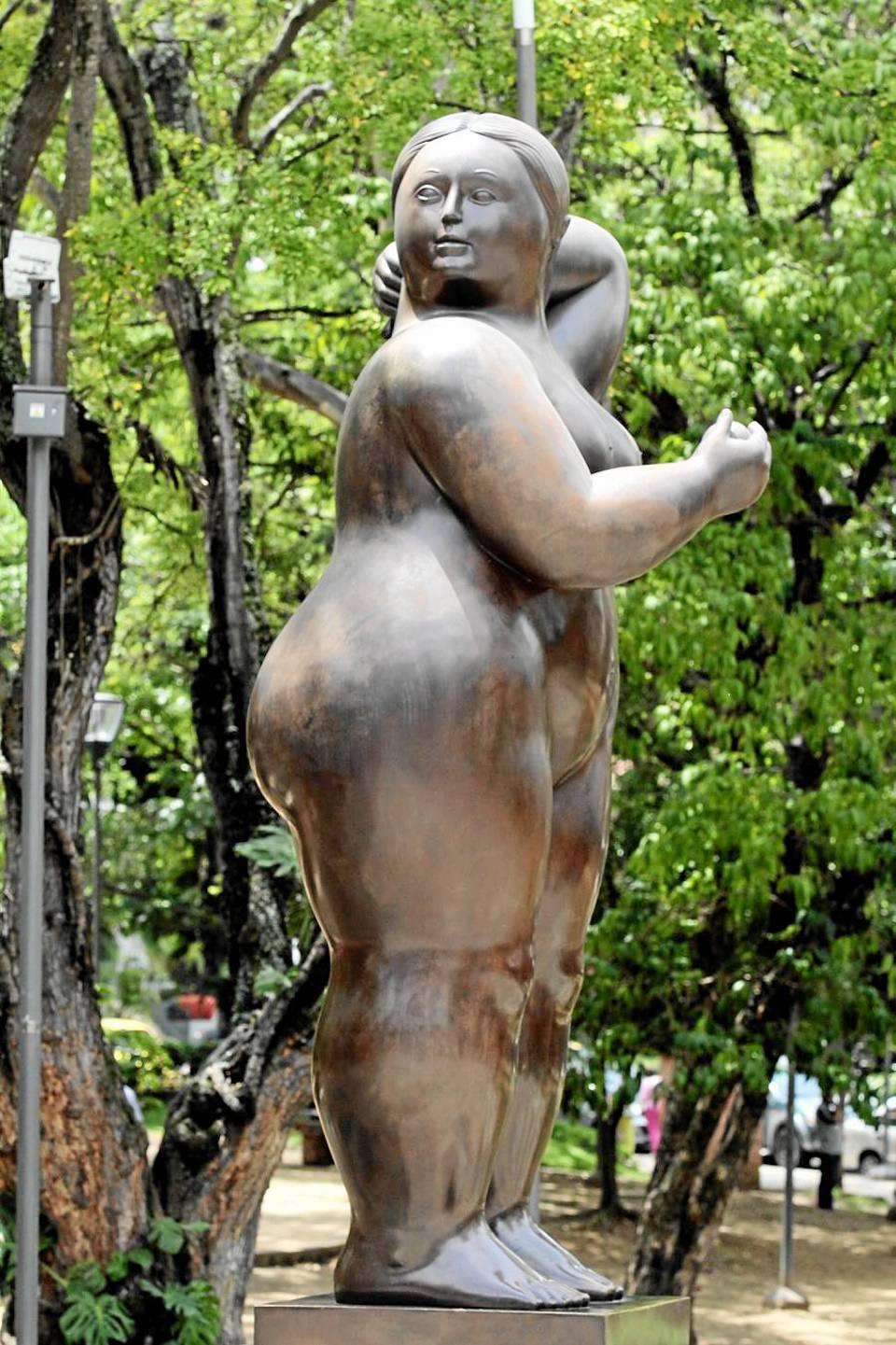 El deterioro en la superficie de la escultura se generaliza en la parte derecha de la figura de la 'gorda'.