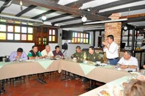 Voceros de los motociclistas agrupados en Curmotos, autorida-des de Policía y Dirección de Tránsito de Bucaramanga presen-taron a los medios de comunicación algunos de los acuerdos lo-grados con los motociclistas.