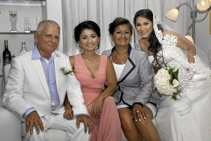 Gonzalo Torres Pérez, Mónica Torres Oroz-co, Dolly Orozco Real y Ana María Torres Orozco.