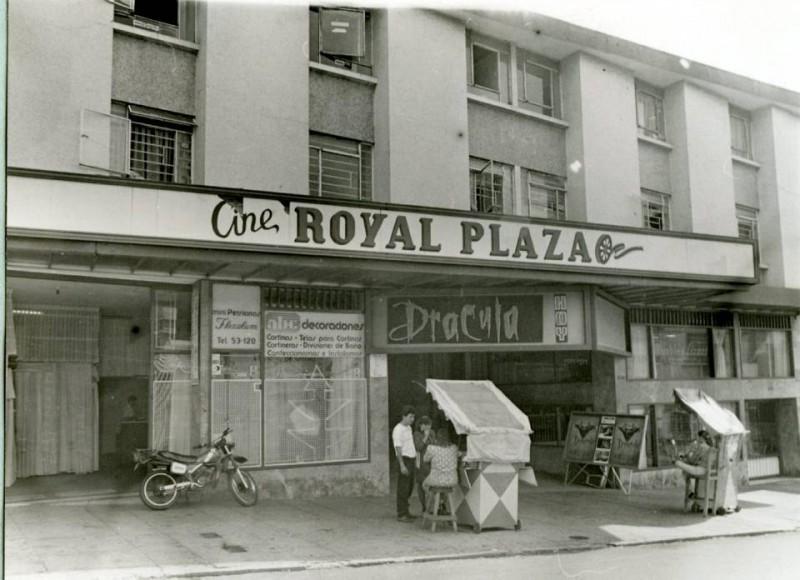 En el año de 1992 a El Teatro Analucía se le conoció como el Cine Royal Plaza.