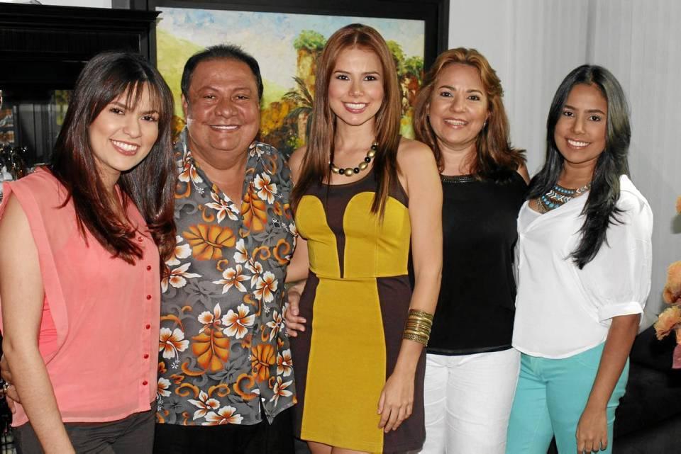 Greys Hernández Ariza, Cheché Hernández, Laura Hernández Ariza, Es-meralda Ariza y María Fernanda Hernández Ariza.