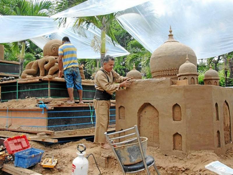 El montaje de las obras se hace desde finales de mayo.