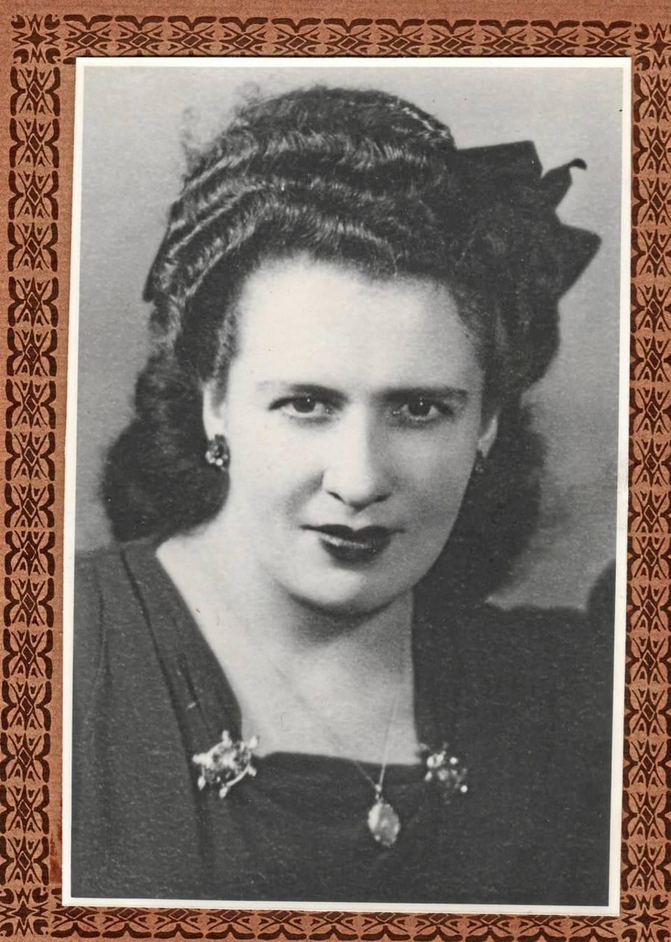 Así eran Emma y Cristóbal el año en que se conocieron, es decir en 1946.