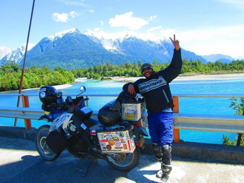 """La experiencia vivida por Ricardo Mantilla fue bastante enriquecedora. El aventurero dice que no se debe esperar a tener mucho dinero para viajar """"siempre habrá muchas maneras de hacerlo"""". Esta foto fue en la Carretera Austral, en la Patagonia chilena"""