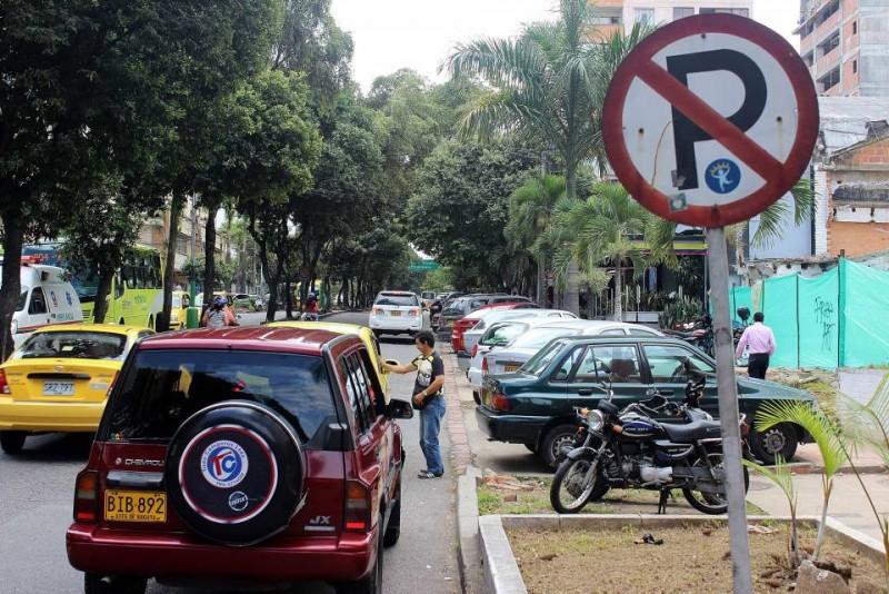 En la carrera 33 con 45 hay señales de prohibido parquear que confunden, pues más adelante hay bahías ocupadas
