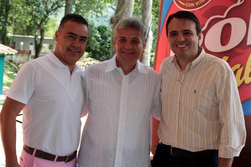 Félix Anaya, director de Trade Marketing de Bavaria, Fernando Otero, director del programa, y Carlos Molina, director de ventas de Bavaria.  - Suministrada / GENTE DE CABECERA