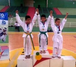 Estudiantes de La Presentación en el torneo de taekwondo. - Suministrada /GENTE DE CABECERA