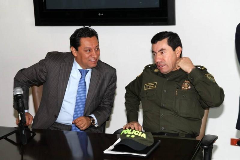 El alcalde Luis Francisco Bohórquez y el comandante de Policía Metropolitana de Bucaramanga, Mebuc, Brigadier General Saúl Torres Mojica acordaron acciones para trabajar por la seguridad de Cabecera