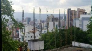 El vecino de Altos de Pan de Azúcar denuncia la instalación de esta valla en el sector. - Suministrada Manuel Martínez / GENTE DE CABECERA