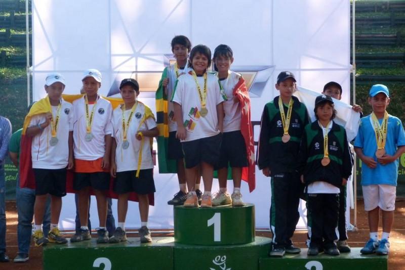 Los menores del equipo de la Liga Santandereana de Tenis se coronaron campeones en el evento desarrollado en territorio risaraldense