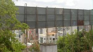 La queja por esta valla, en altos de Pan de Azúcar fue instaurada desde mediados de julio. - Suministrada /GENTE DE CABECERA