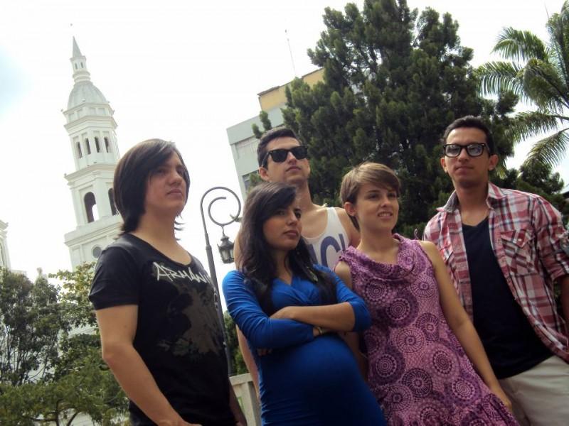 Invasión Zarabanda está compuesta por (orde en la foto): Julián Medina, Laura Toro, María Carreño, Ricardo Escalante y Andés Mejía