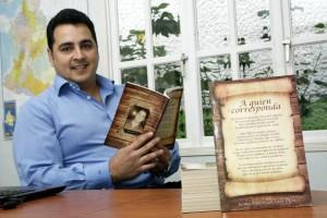Hace más de un año Jaime del Valle quería publicar un libro de poemas, pero estaba esperando llegar a las 100 páginas... y lo logró. - César Flórez / GENTE DE CABECERA