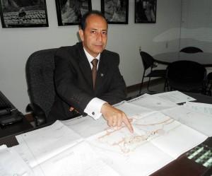 Humberto Prada, de la CDMB explicó cómo va el proyecto de construcción del parque de la carrera 40. - Tatiana Celis / GENTE DE CABECERA